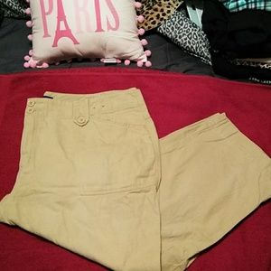 Venezia Khaki Colored Capris